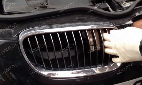 Install BMW Front Kidney Grille 07