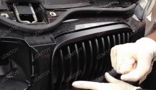 Install BMW Front Kidney Grille 09