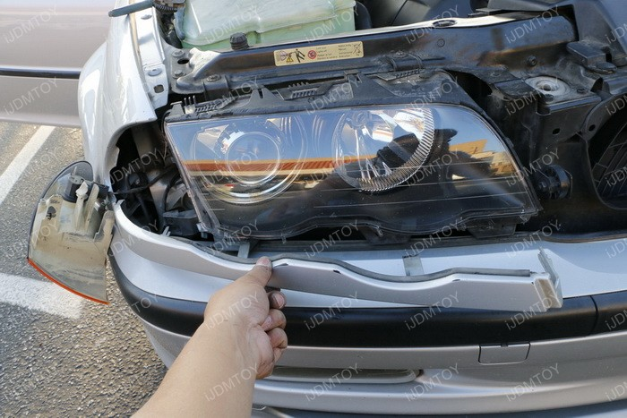 Install Switchback LED BMW Angel Eyes 02