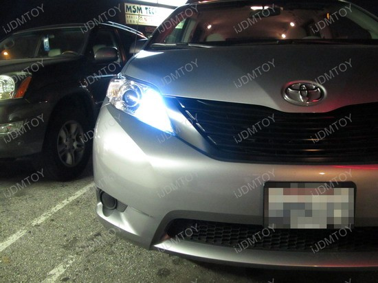 2010 - toyota - sienna - daytime - running - light - 3