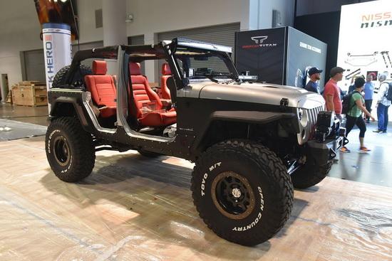 003-jeeps-of-sema-2015