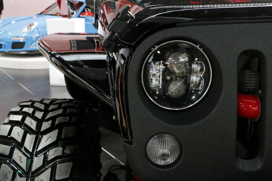 Jeep-bi-xenon-LED-headlights-01.JPG