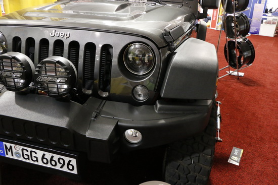 Jeep-bi-xenon-LED-headlights-03.JPG