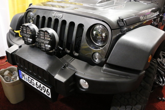 Jeep-bi-xenon-LED-headlights-04.JPG