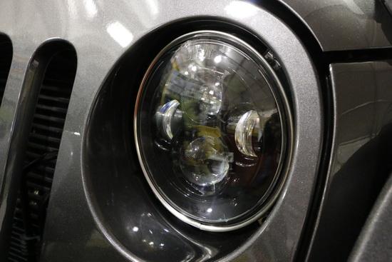 Jeep-bi-xenon-LED-headlights-05.JPG
