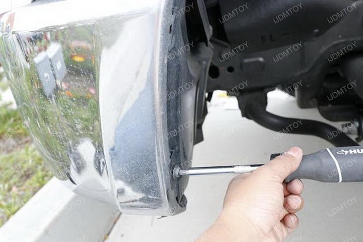 Install Toyota Tundra LED Fog Light 03