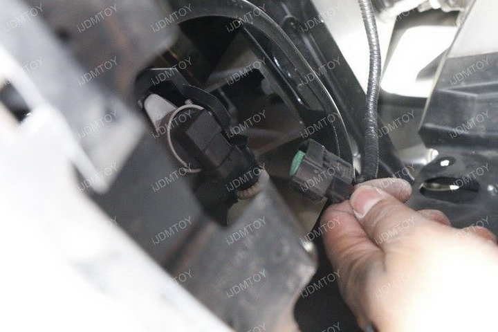 Install Toyota Tundra LED Fog Light 06