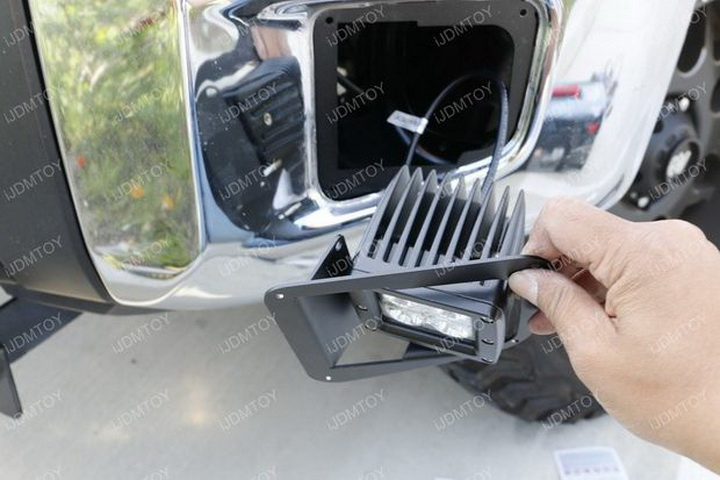 Install Toyota Tundra LED Fog Light 15