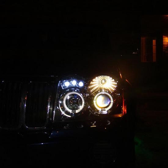 2005-2007 Jeep Grand Cherokee Black Housing LED Halo Angel Eyes LED Projector Headlights
